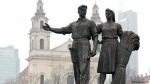Вильнюс прощается с советскими памятниками на Зеленом мосту