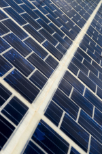 Во Франции запустили завод для производства «дорог на солнечных батарейках»