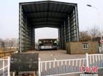 Китайские журналисты обнаружили заброшенный автобус-тоннель