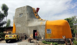 Дом в форме ботинка построили в Индонезии