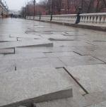 Блогеры обратили внимание на плачевное состояние покрытия на Манежной площади