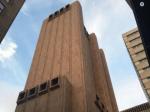 Том Хэнкс нашел самый жуткий небоскреб в Нью-Йорке и спросил в твиттере, что там. Ему рассказали, что здание использует АНБ