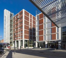 Новый общественный центр и станция скоростного трамвая