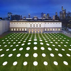 Крыша — газон — инсталляция