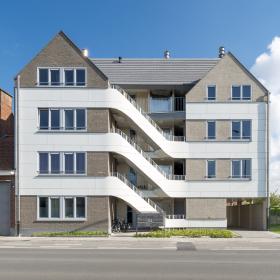 Панели ROCKPANEL белоснежным покрывалом окутывают фасад жилого дома в Бельгии