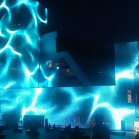 Новый арт-объект в Екатеринбурге с медиафасадом из перфорированных металлических кассет GRADAS