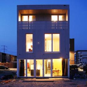 Дом на берегу озера Эй в Амстердаме. Изнутри-наружу