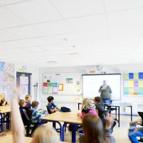 Улучшение акустики в школах позволит повысить эффективность обучения более чем на 25%*