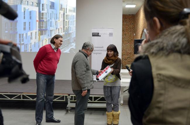 Диплом за Жилой комплекс на улице Блохиной («Тетрис») получают Евгений Пестов и Алексей Каменюк, Творческая мастерская Пестова и Попова.
