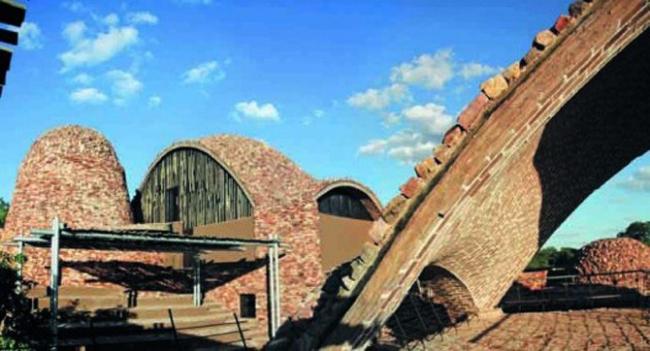 Приз в номинации «Специальное решение из кирпича» - Mapungubwe Interpretation Centre в Южной Африке. Архитекторы: Peter Rich,мMichael Ramage, John Ochsendorf.