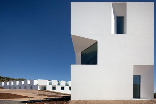 Номинация «Жилое Здание» - House for elderly people. Архитекторы Francisco и Manuel Aires Mateus (Лиссабон, Португалия).