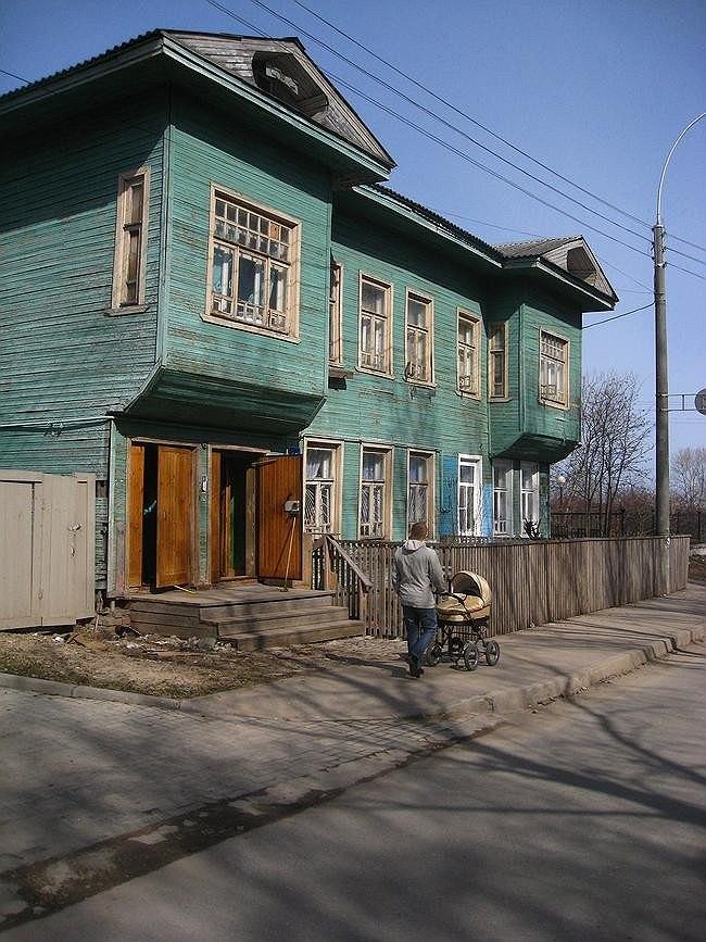 При переносе в советское время дом утратил модерновый декор, но  сохранил выразительность форм. Фото: Николай Малинин