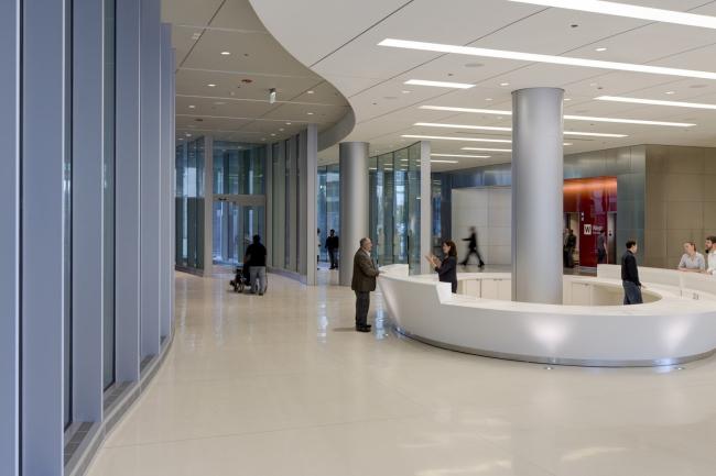 Центр ухода и открытий Медицинского центра Чикагского университета © Tom Rossiter