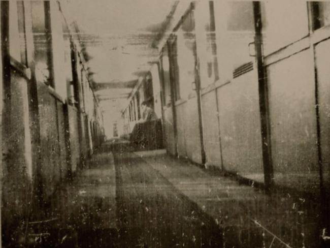 Дом-коммуна, коридор спального корпуса. Архивная фотография. Предоставлена Е. Шорбан