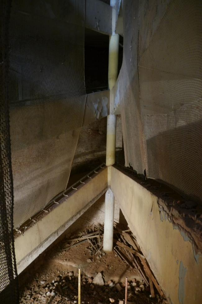 Средний блок, низ пандуса, подготовка для арматуры лифта. Фотография Е.Шорбан, 2013