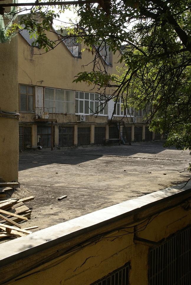Общественный блок, фасад со стороны двора. Фотография А.Яковлева, 2007
