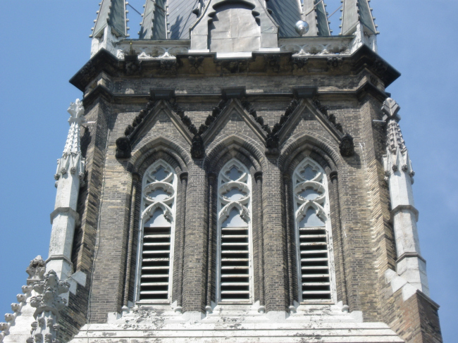 Собор Сент-Майкл–реставрация западного фасада и колокольни. Фото предоставлено ЗАО «Фирма «КИРИЛЛ»