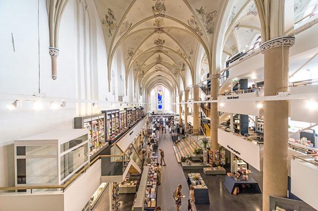 Книжный магазин Waanders In de Broeren © Joop van Putten