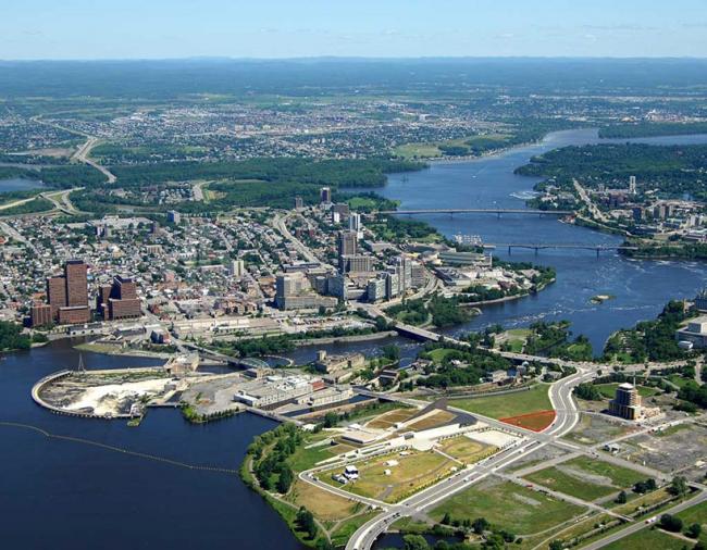 Вид центра Оттавы с участком для строительства (выделен красным)  © Government of Canada