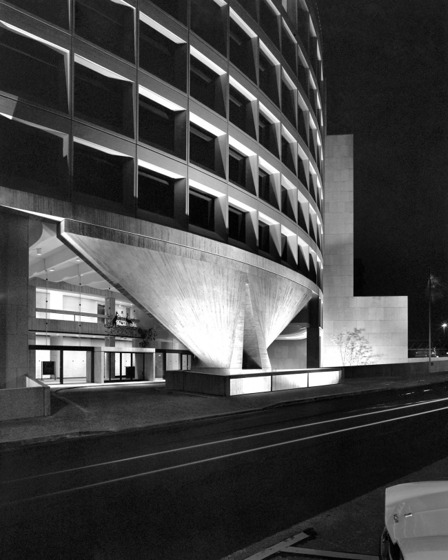 Гарри Сайдлер. Посольство Австралии в Париже. 1973-77; фото Макса Дюпена