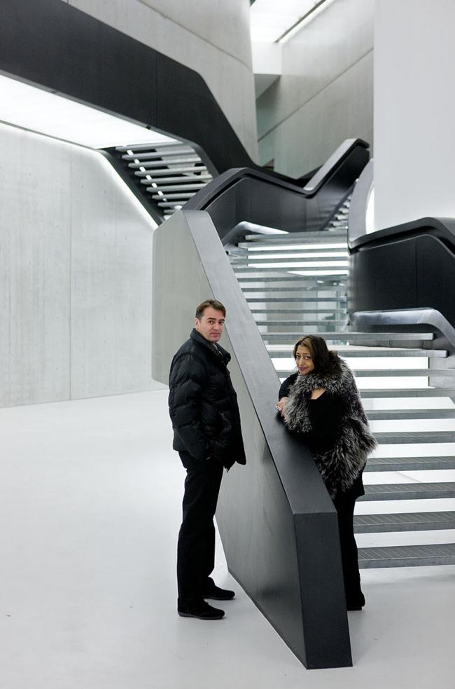 Патрик Шумахер и Заха Хадид в спроектированном ими музее MAXXI в Риме. Изображение с сайта domusweb.it