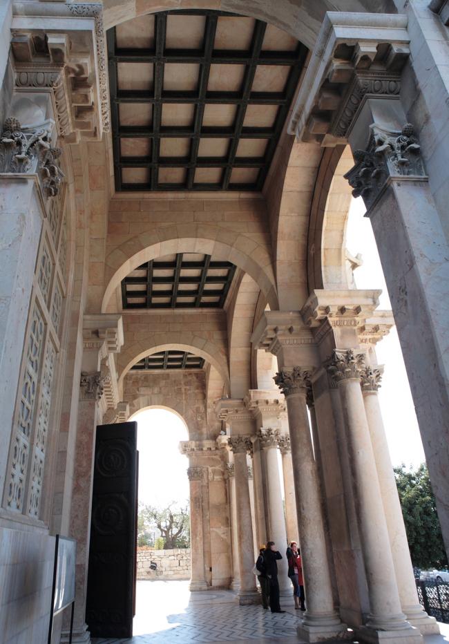 Портик церкви Всех наций. Фотография Л.К. Масиеля Санчеса