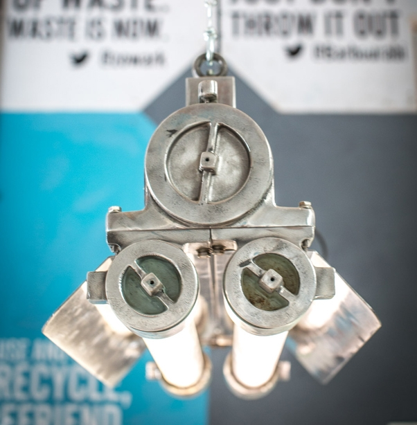 Waste House. 50-летний светильник с корейского корабля, найденный в Бангладеш, с энергоэффективными лампами © BBM Sustainable Design