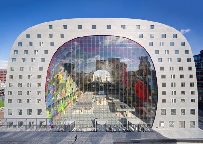 Жилой комплекс-арка Markthal в Роттердаме