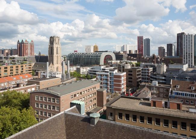 Жилой комплекс-арка Markthal в застройке Роттердама
