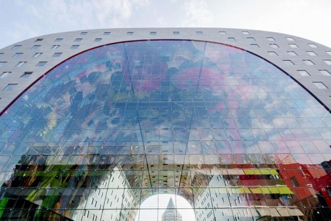 Обширное остекление крытого рынка Markthal в Роттердаме от MVRDV