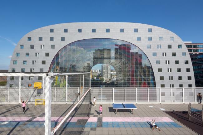 Спортивная площадка в Роттердаме рядом с рынком Markthal