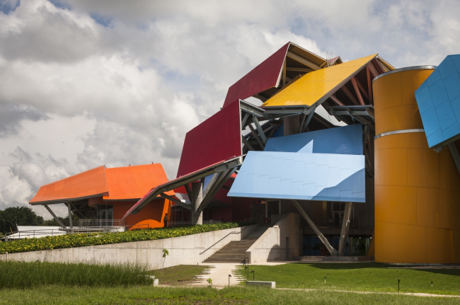 Музей биоразнообразия Biomuseo в Панаме