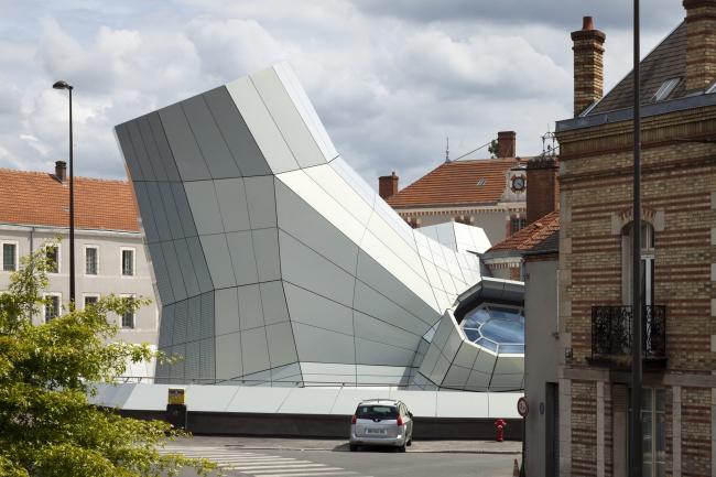 Здание FRAC в Орлеане по проекту Jakob + MacFarlane