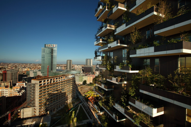 Панорама Милана с высоты Bosco Verticale