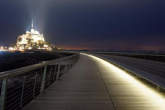 Мост и пирс острова Мон-Сен-Мишель © David Boureau