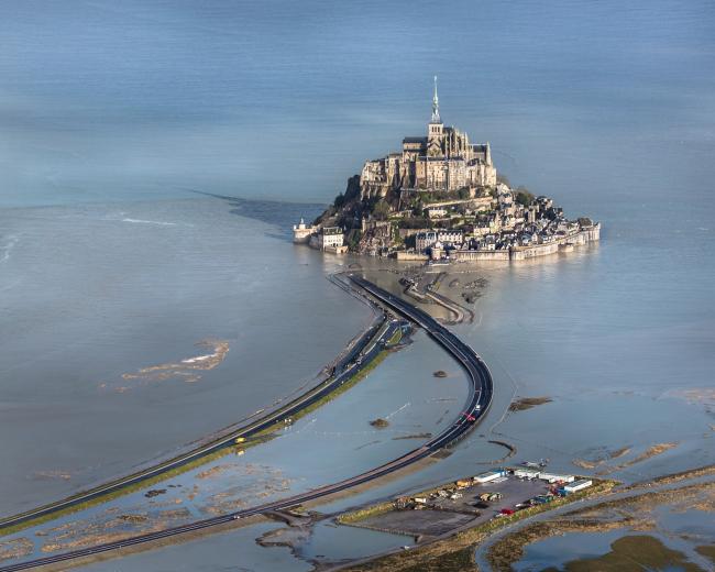 Мост и пирс острова Мон-Сен-Мишель © Michael Zimmermann