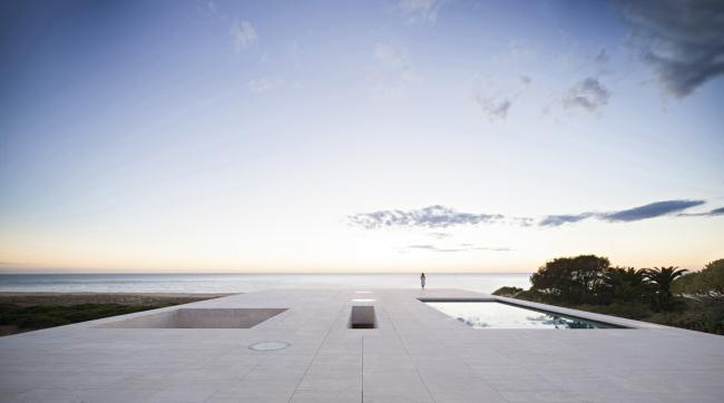 Вилла на берегу океана в Испании