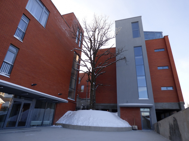 Апарт-отель «Величъ». Входная площадь, 1 и 3 корпуса © Архитектурная  мастерская Грошева Юрия
