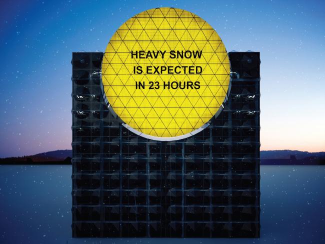 Life Cubе. Фасад с желтым экраном, оповещающий город о средней степени надвигающейся опасности © Анна Балдина