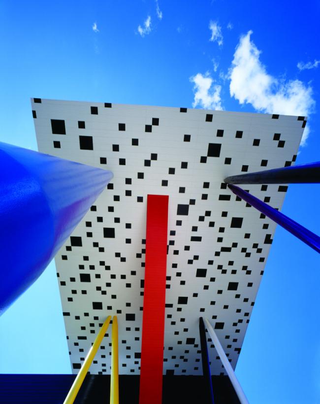 Уилл Олсоп. Центр Шарпа Колледжа искусств и дизайна Онтарио в Торонто © Richard Johnson. Предоставлено Владимиром Белоголовским