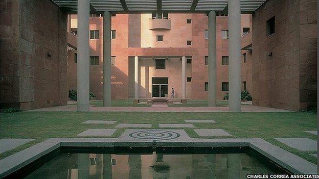 Здание Британского Совета в Дели. 1992. Фото: Charles Correa Associates