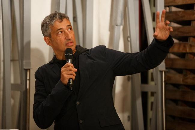 Хани Рашид на лекции в Институте «Стрелка» © Alex Nedorez / Strelka Institute