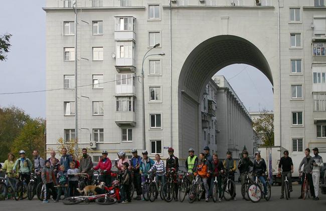 Велоэскурсия в Идеальный город Автозавода. 2014 год. Фото  Леонида Якунина
