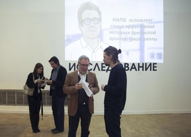 Дмитрий Ликин и Олег Шапиро (Wowhaus) на экспозиции проекта «Исследование» на фестивале «Зодчество»-2015 © Анна Берг