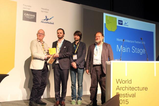 Вручение премии WAF Никите Явейну и его коллегам из «Студии 44». Предоставлено «Студией 44»