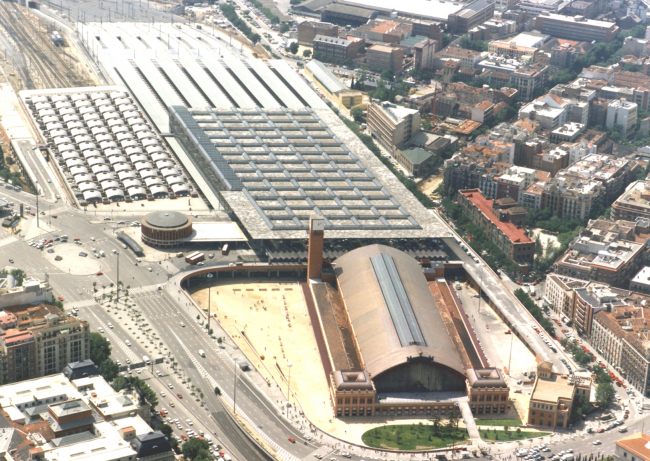 Вокзал Аточа, Мадрид. Архитекторы А. де Паласио Элиссаге / Р. Монео. 1892 / 1992. (информация с сайта: http://www.madrid.es/)