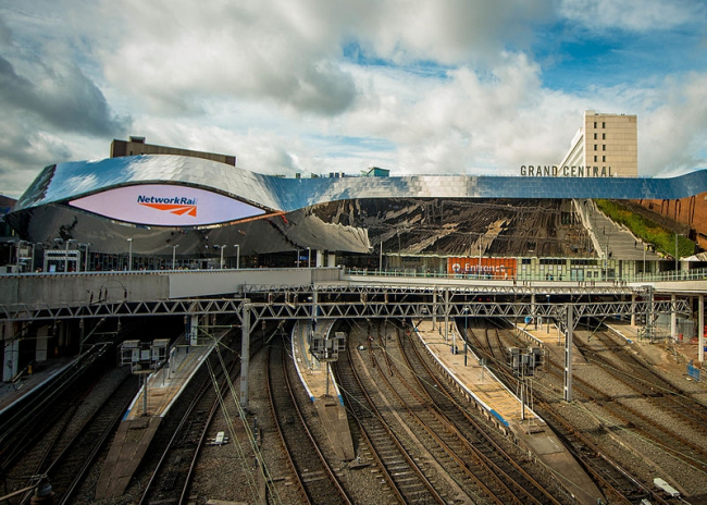 Вокзал Нью-Стрит. Фото: Bs0u10e01 via Wikimedia Commons. Лицензия Creative Commons Attribution-Share Alike 4.0 International