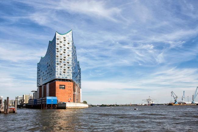 Здание Гамбургской филармонии Elbphilarmonie в процессе строительства. Фото © Thies Rätzke