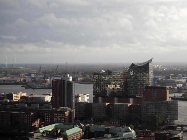 Здание Гамбургской филармонии Elbphilarmonie в процессе строительства. Фото © Gilda Fernández-Wiencken