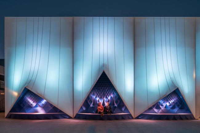 Mobile Europe Building. Амстердам. Бюро DUS Architects. На фасадах совмещение прочных тканей и 3D печати. Фотография © Ossip van Duivenbode